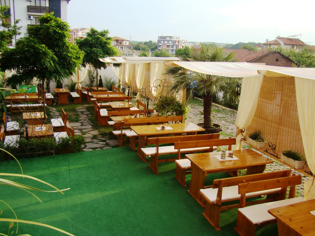 restaurant_garden_hotel_black_sea