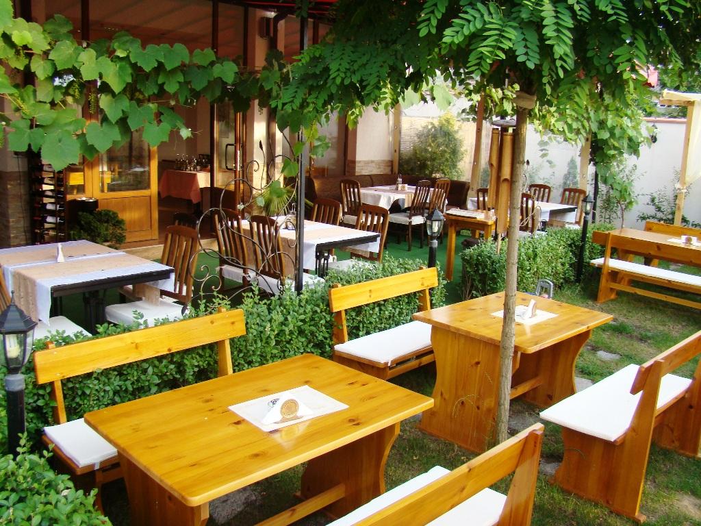 restaurant_garden_lozenets_hotel_black_sea