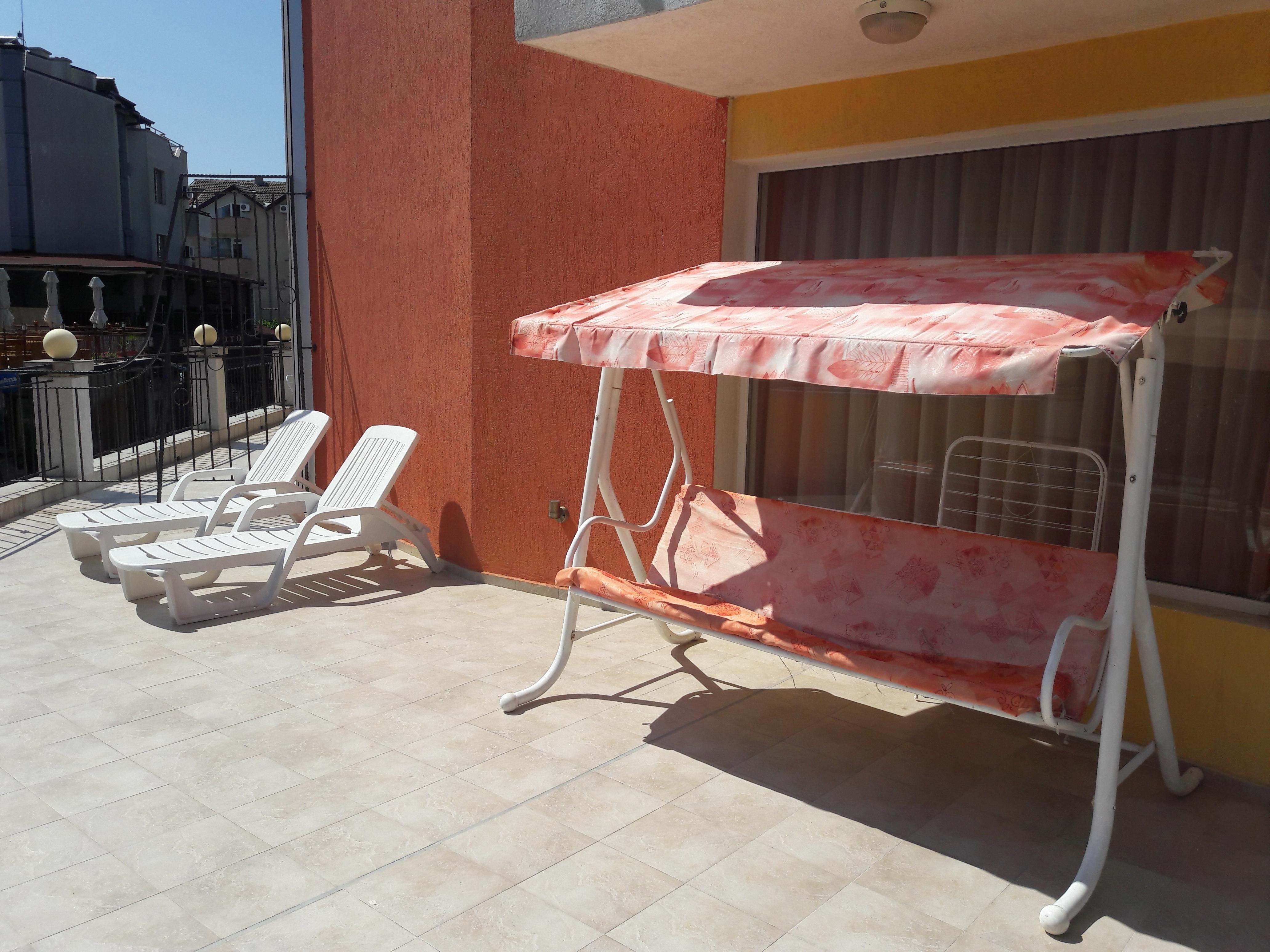 терасата на нашата тройна стая в хотел Белисимо